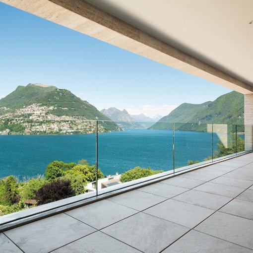 Gare-corps en verre sur terrasse