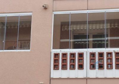 Petit rideau de verre pour fermer un balcon