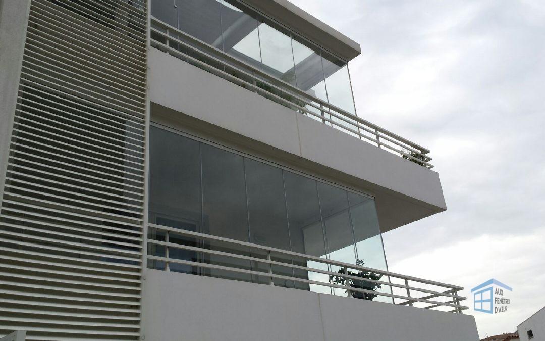 installation de deux rideaux de verre sur grand balcon du sud de la france