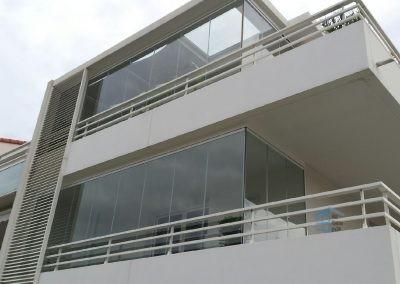 Installation de deux rideaux de verre
