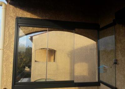 Fermer une maison atypique avec le rideau de verre