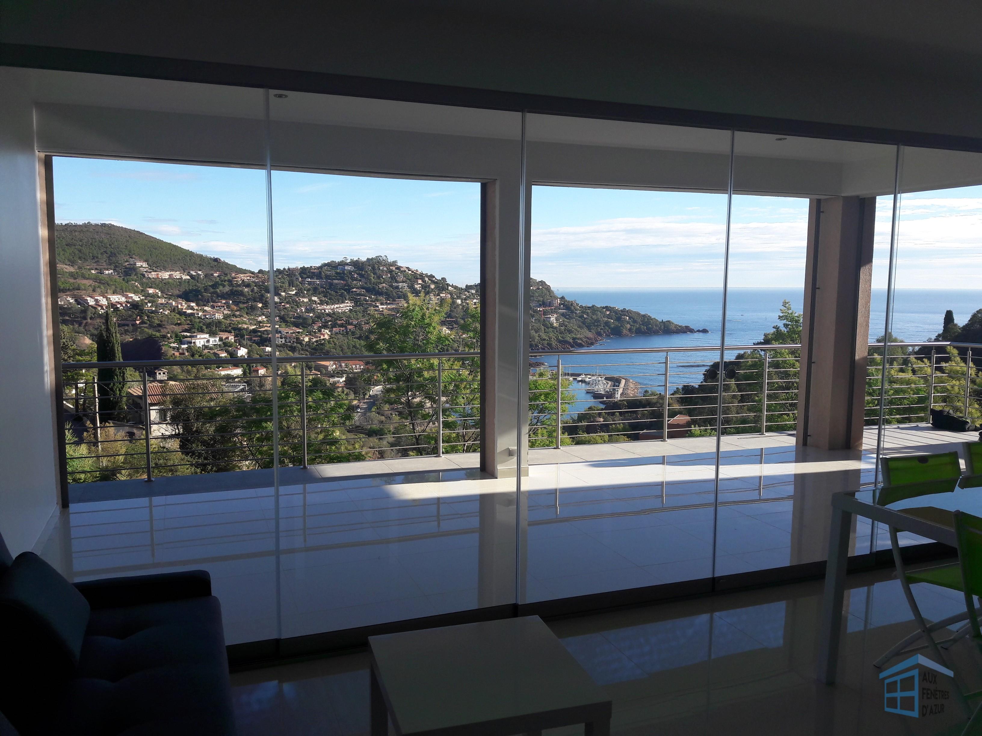 Rideau de verre appartement vue sur mer