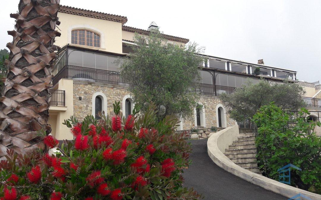 Rideau de Verre sur la Terrasse du Restaurant Alain LLORCA