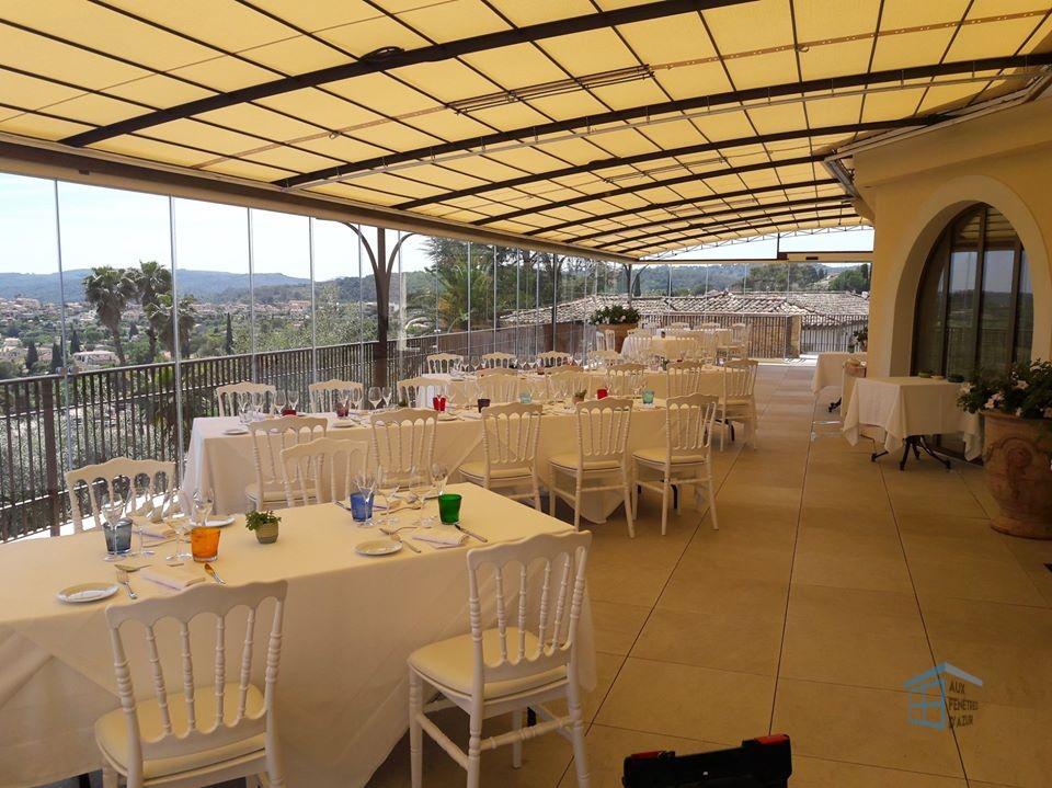 Intérieur de la terrasse du restaurant Alain Llorca