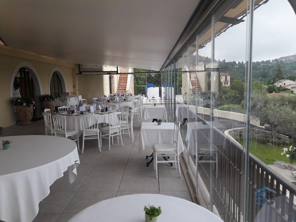 Fermeture en verre sur la terrasse du restaurant LLORCA