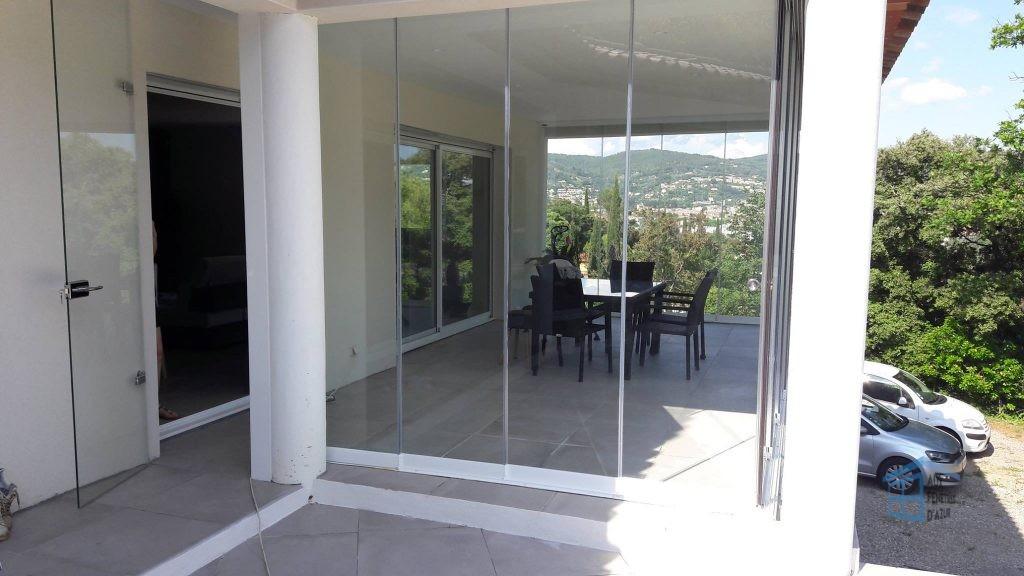 fermeture en verre sur la terrasse de Dylan Rocher