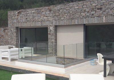 Pose de Garde Corps en verre dans une maison à Ramatuelle