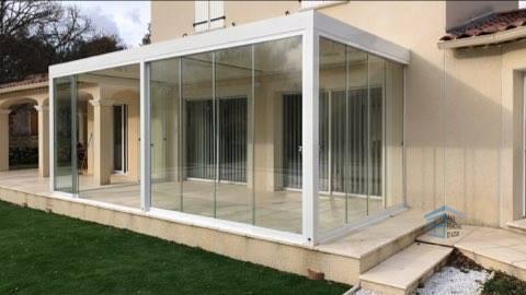 Terrasse fermée avec du verre dans le Var