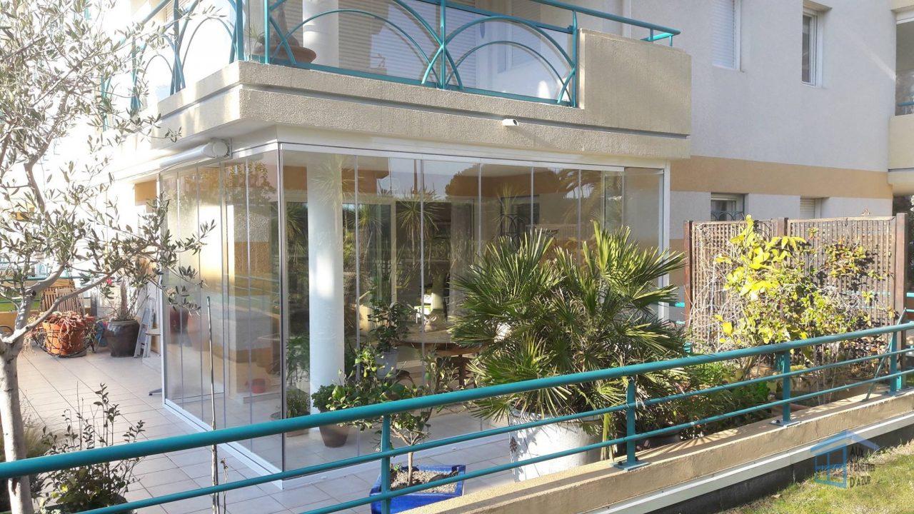 Terrasse avec rideau de verre à Fréjus