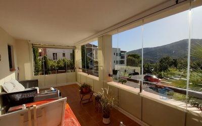 Quelles sont les meilleures solutions pour fermer un balcon ou une terrasse ?